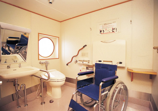 Barrier-free facilities such as toilets for people with disabilities and elevators are equipped on board.